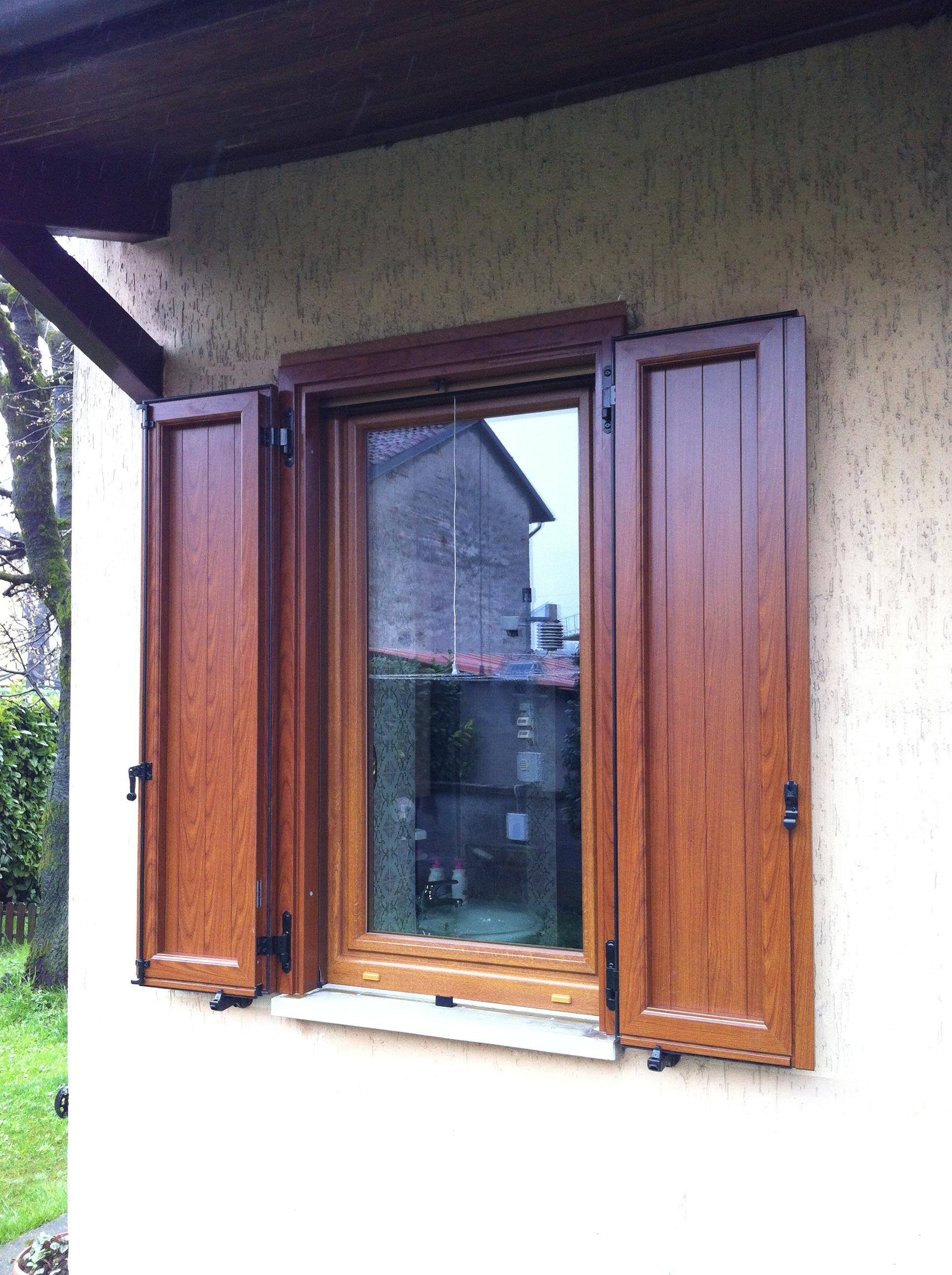 Sostituzione serramenti in PVC , zanzariere mod. incasso e antoni in alluminio , abitazione a Cremona.