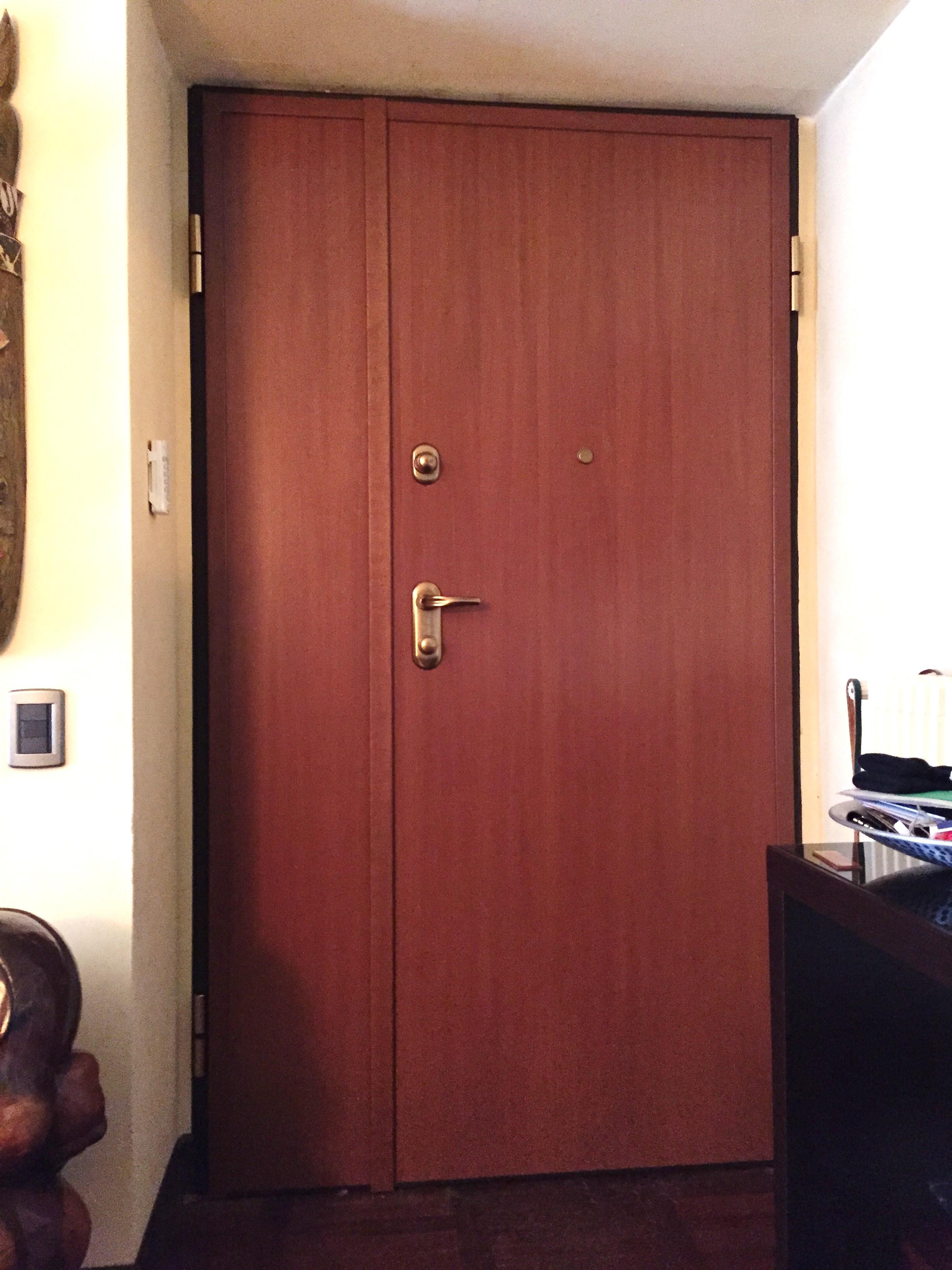 Porta blindata Mod. Sentry 1 doppio battente , abitazione a Cremona.