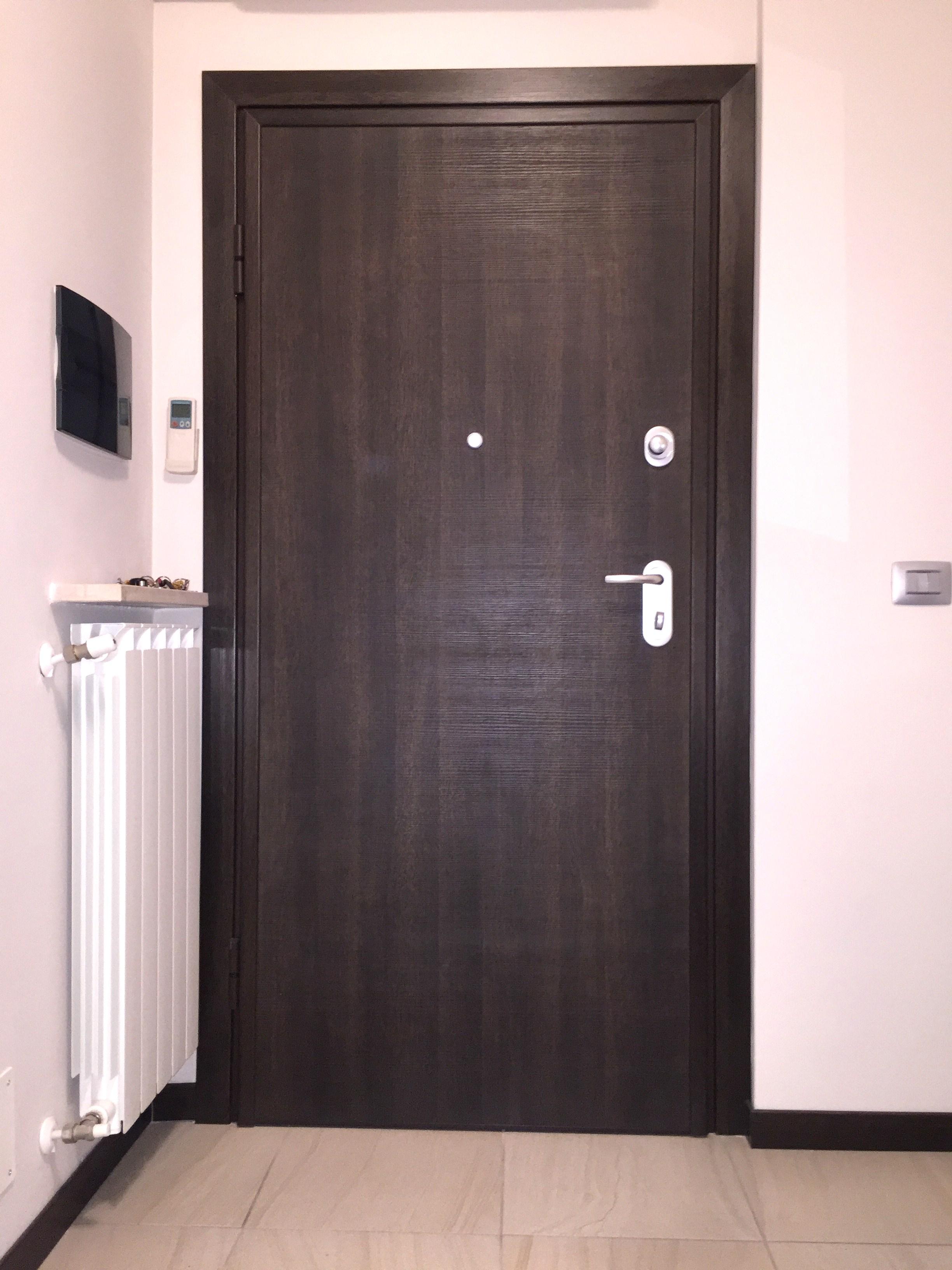 Sostituzione porta blindata , mod. DIERRE double 1 Plus , doppia lamiera in classe 3 , abitazione a Cremona.