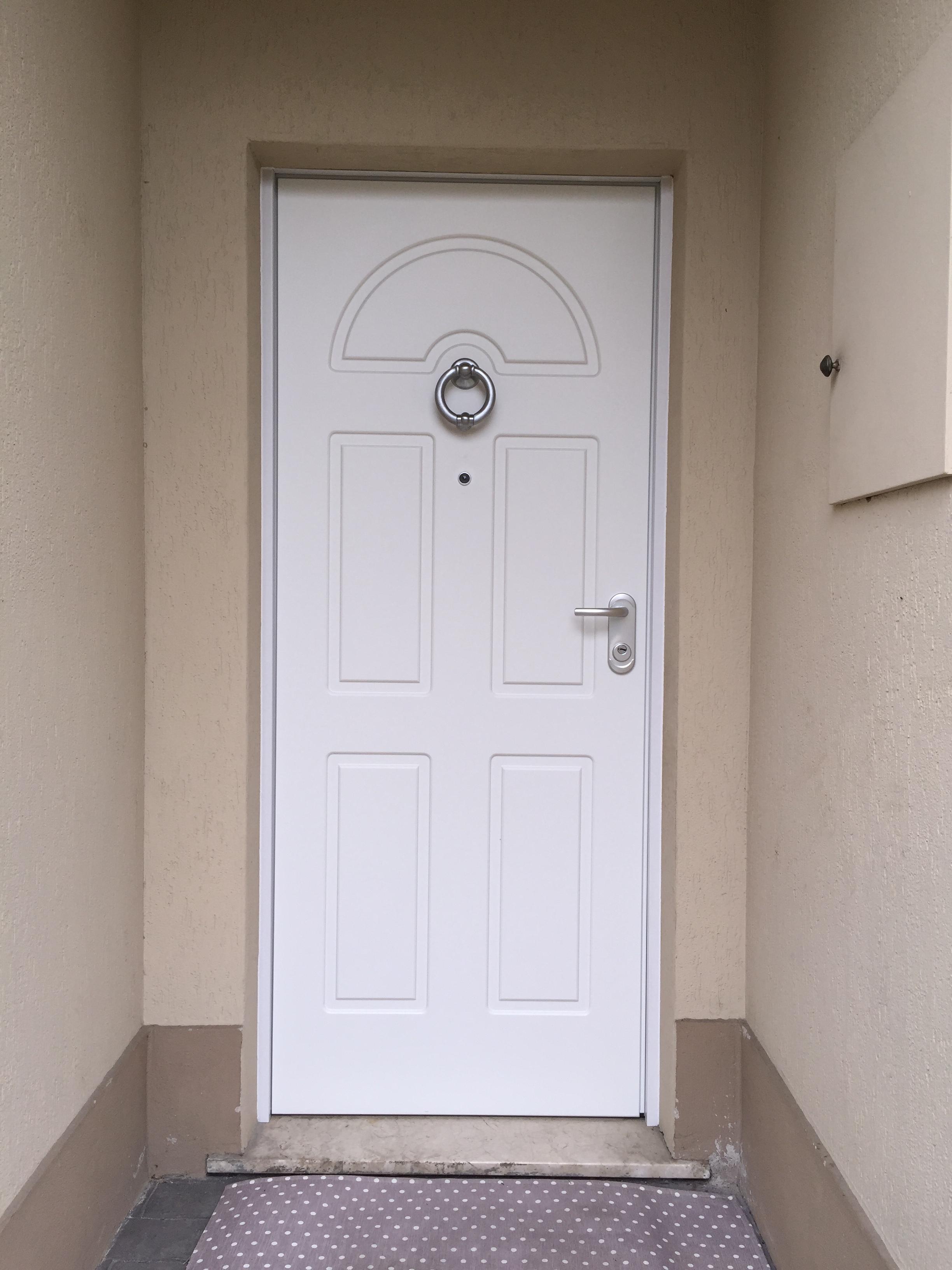 Sostituzione porta d'ingresso in legno con porta blindata Dierre Tablet Door 1 certificata in classe 3 , trasmittanza termica 1.3