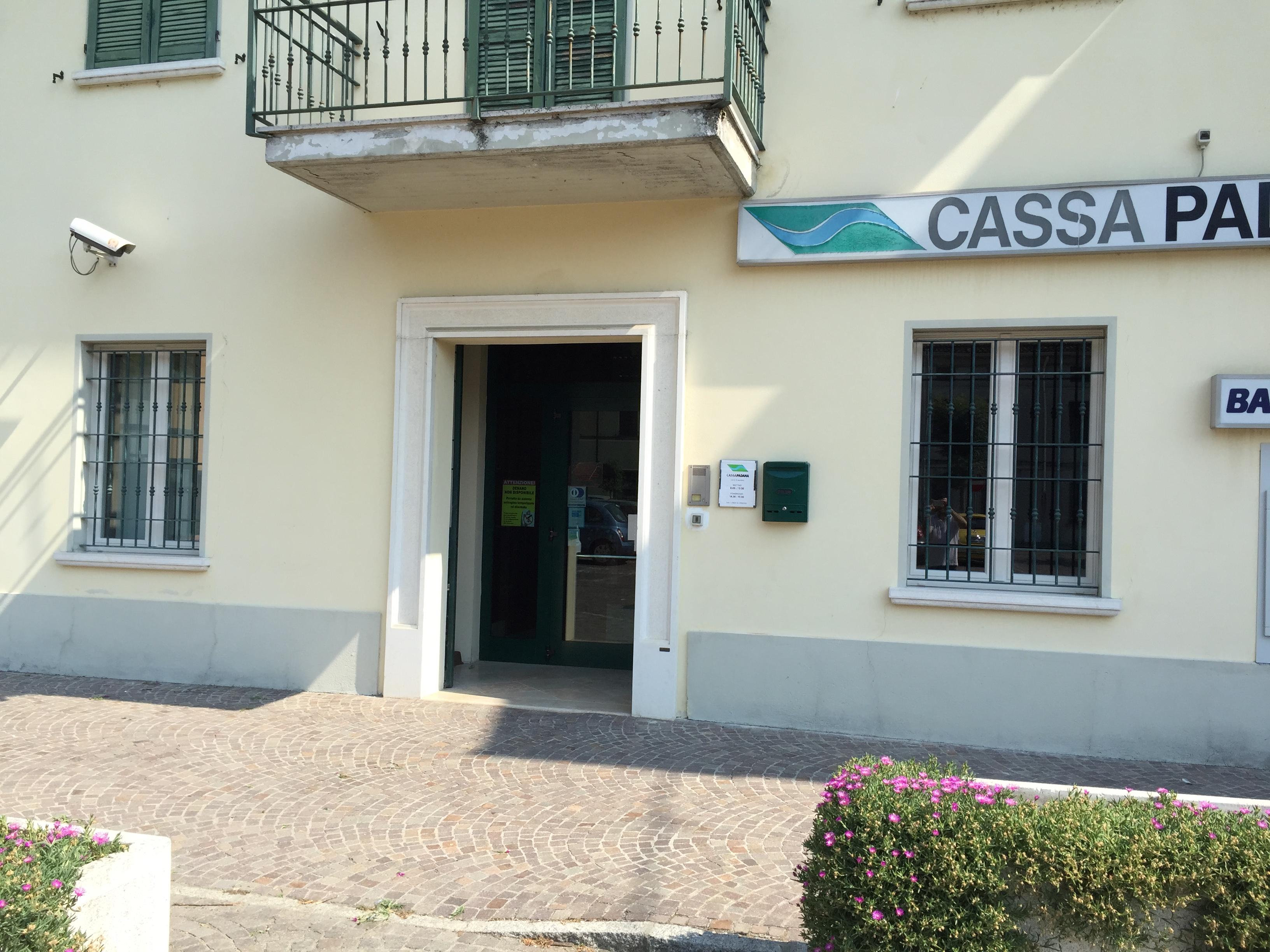 Sostituzione serramenti in pvc , filiale Cassa Padana di Martignana Pò , Cremona.